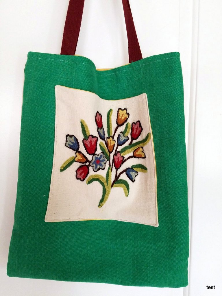 Flowery spring tote back