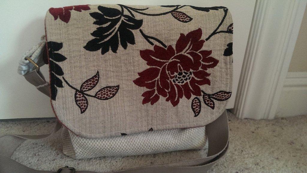 ANY Texture first messenger bag